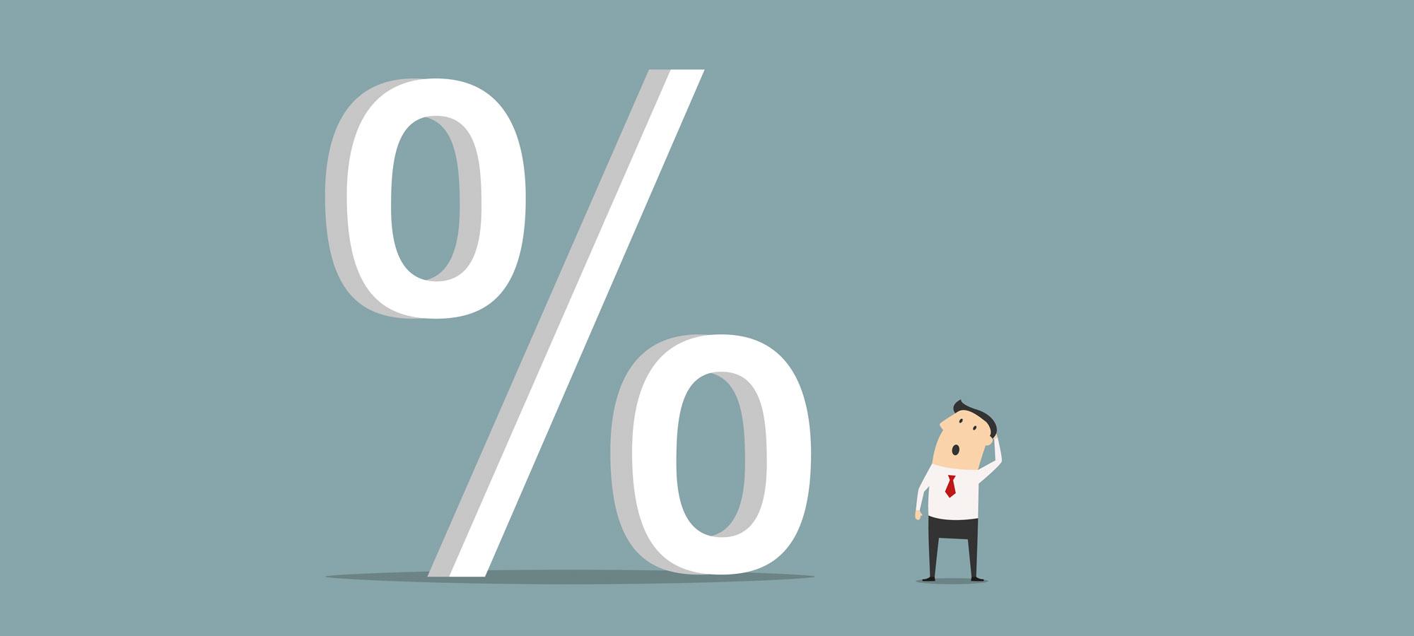 En person som ser forvirret på et prosenttegn