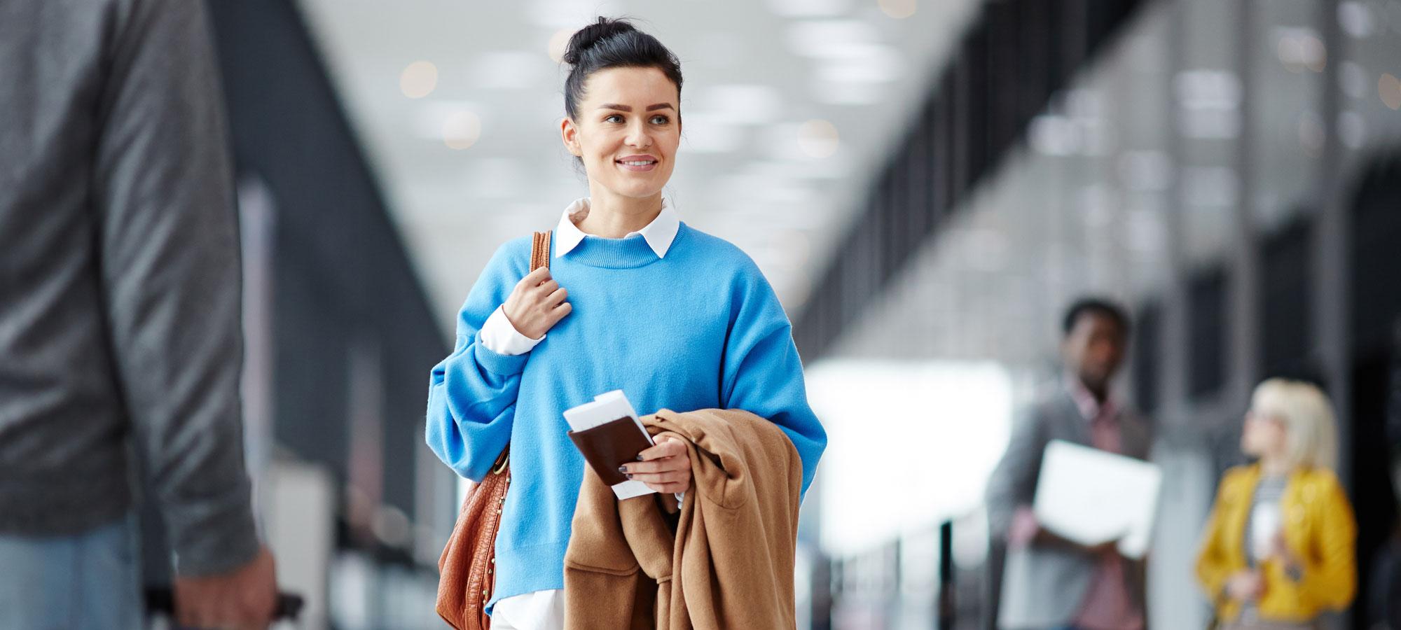 Kvinne på flyplass